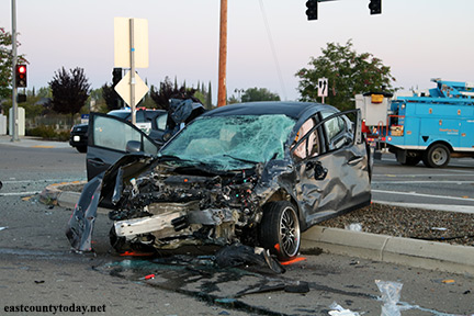 Updated: 1 Dead, 2 Others Injured in Tuesday Morning Vehicle Crash